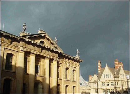飞跃924带你畅游世界 英国大学冬日之旅欢迎你
