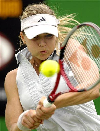 图文:07澳网第三比赛日 汉图楚娃反手回球
