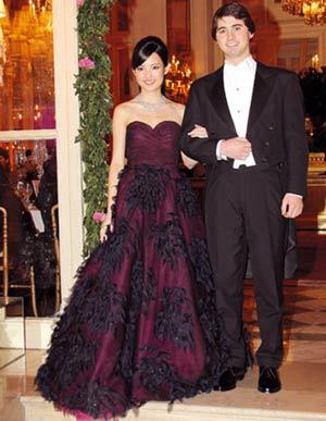 服装:名媛参加成人礼都穿什么