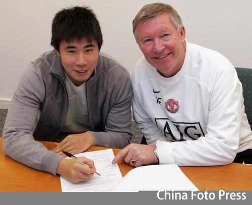 曼联正式宣布董方卓签约 四年合同锁定中国杀手