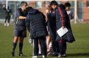 图文:国奥0-3摩纳哥青年队 小冯受伤老杜揪心
