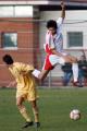 图文:国奥0-3摩纳哥青年队 朱挺表演空中飞人