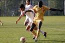 图文:国奥0-3摩纳哥青年队 万厚良力扛对手