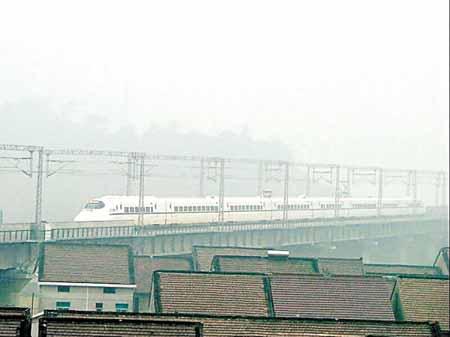 上海春运不再有售票大卖场 子弹头列车投入运营