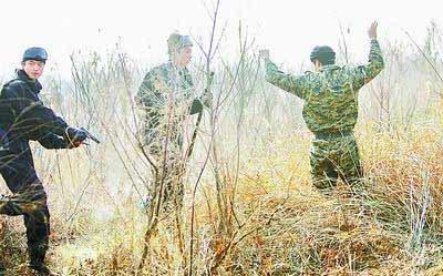 河南最大特警基地始使用 队员首次持狙击枪演练