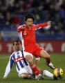 图文:友谊赛国足不敌韦尔瓦 杜震宇被对手侵犯