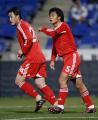 图文:友谊赛国足负韦尔瓦 阎嵩和队友庆祝进球