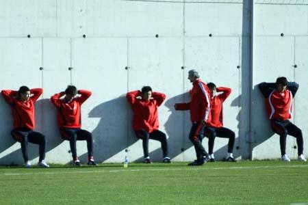 国奥大量训练储备体能 守门员教练过多杜伊叫