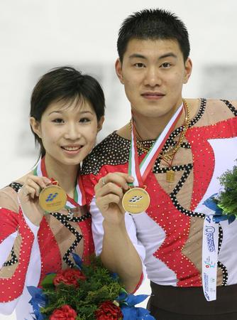 图文:张丹张昊大冬会夺金 两人比赛中配合默契