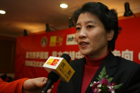 图文:搜狐中国之队合作发布会 薛立接受采访