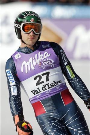 图文:男子高山滑雪世界杯 美国选手米勒抵终点