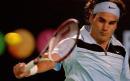 图文:网球费德勒晋级 费德勒在比赛中回球