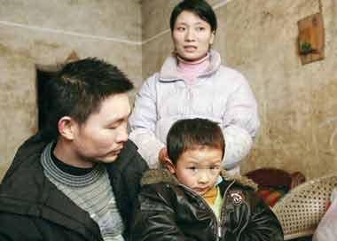 男子赌博欠钱绑架儿童还贷 5龄童吃桔子熬过8天