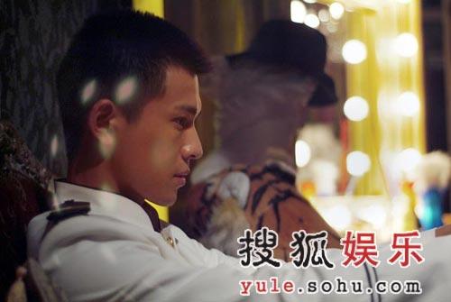 《不完全恋人》22日首映 乔振宇史可表演接吻