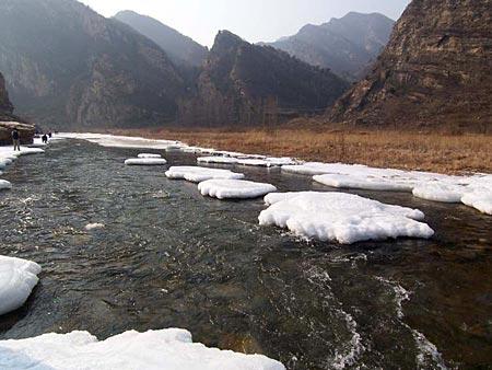 周末徒步冰河攻略 我们在白河冰河上偶遇(组图)