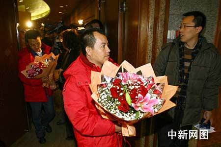 五名在尼被绑中国工人回国(组图)