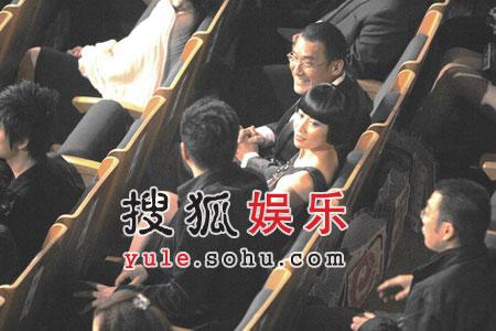 胡军与太太感情稳定 称与刘嘉玲关系遭利用(图)