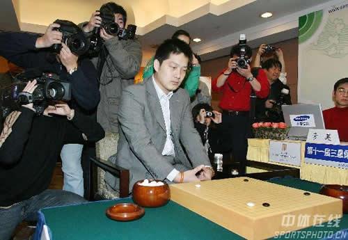图文:三星杯决赛第一局 常昊九段比赛中