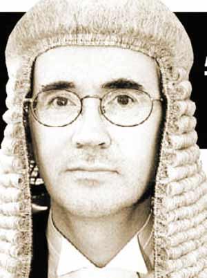 英国高级法官耍流氓被捕 被指公众场合暴露私处