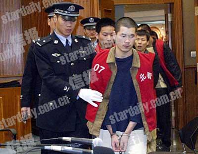 北京盗贼驾车撞死民警案开庭 嫌犯被控杀人罪名