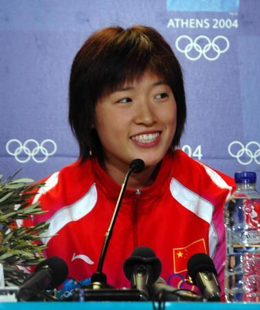 图文:罗雪娟决定退役 雅典奥运会新闻发布会