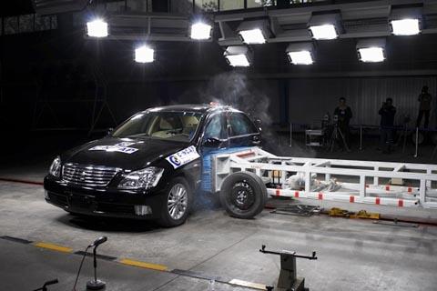一汽丰田CROWN皇冠荣获C-NCAP五星评级
