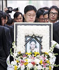 U-Nee22日下葬于京畿安城