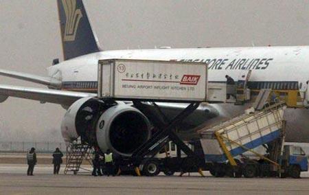 新加坡航空公司一客机发动机起火 降落首都机场