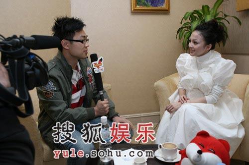 图:张韶涵接受搜狐娱乐专访