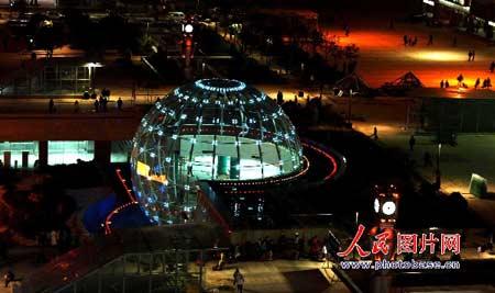 南昌火车站世界球正式亮彩 每15秒换一次色(图)