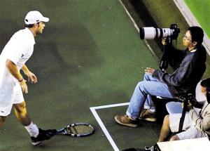 图文:澳网半决赛不敌费德勒 罗迪克与记者对峙
