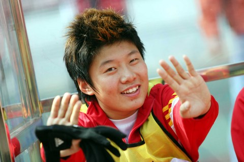 图文:四国赛中国VS英格兰 马晓旭坐上替补席