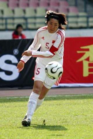 图文:四国赛中国女足VS英格兰 浦玮边路进攻