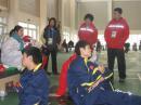图文:短道比赛在即中国队轻松热身 陆上训练