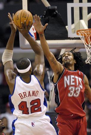 NBA常规赛:快船胜新泽西网队 布兰德进攻受阻