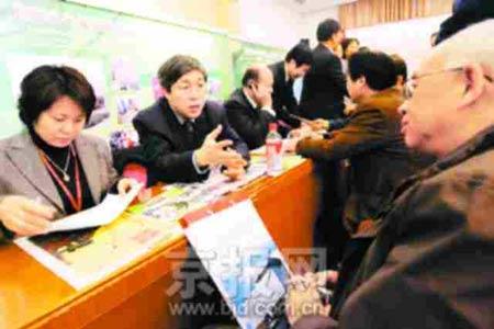 北京两会政务咨询活动举行 代表委员为民发问