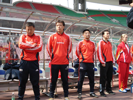 图文:女足四国赛中国2:0英格兰 表情各异