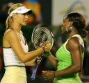 图文:07澳网女单决赛 两选手惺惺相惜