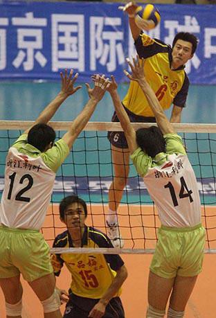 男排联赛20轮:江苏队3比0完胜浙江 赢得两连胜
