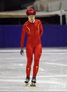 图文:中国短道速滑队训练 李野训练