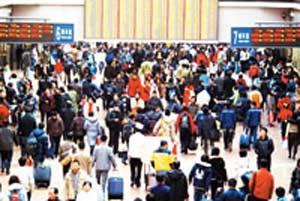 北京西站首现客流高峰 昨日发送旅客超11万人