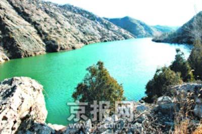 北京司马台长城峡谷现不冻湖 湖面雾气升腾(图)