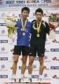 图文:韩国羽毛球公开赛 林丹陈金在领奖台上