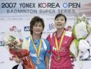 图文:韩国羽球公开赛 谢杏芳朱琳在领奖台上