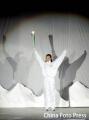 图文:亚洲冬季运动会开幕式 陈露点火