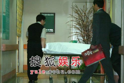 """""""小仙女""""许玮伦在病床上 不愿醒来"""