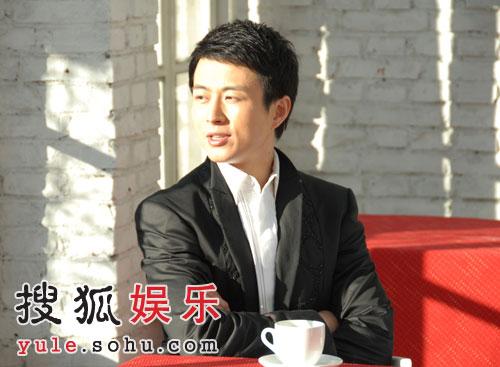 袁立首次跨刀监制MV 赵岭新歌诉说两个人故事