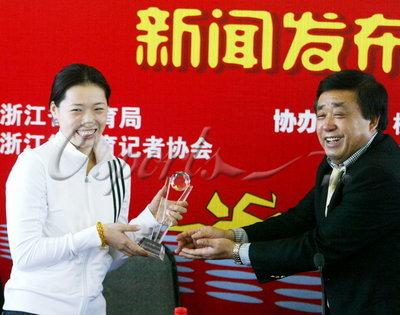 图文:罗雪娟杭州宣布退役 获得