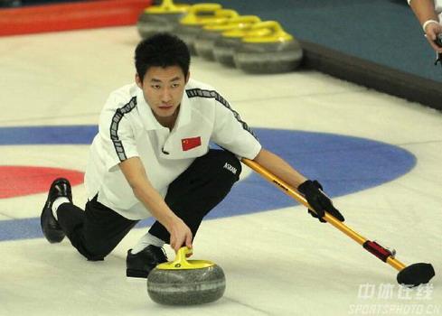 图文:第六届亚冬会冰壶第二轮比赛 看我的