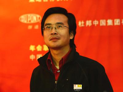 图:最佳企业公众形象奖第六组-颁奖嘉宾搜狐网副总编方刚